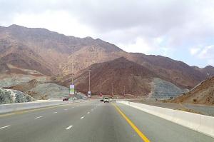 Travelnews.lv iepazīst Šārdžas emirāta lieliskos lielceļus ar 120 km/h. Atbalsta: VisitSharjah.com un Novatours.lv 13