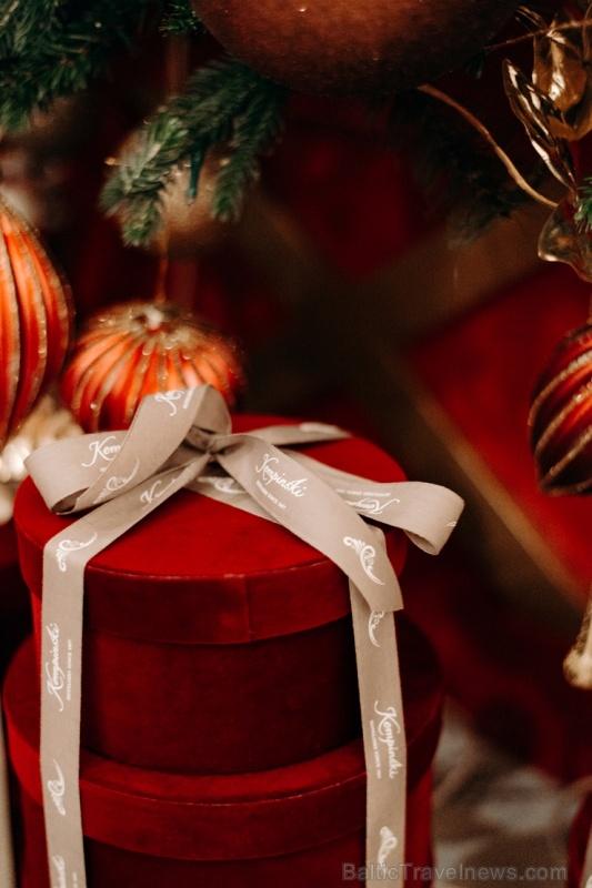 Viesnīca Grand Hotel Kempinski turpinot tradīciju pulcē rīdziniekus uz svinīgo Ziemassvētku egles iedegšanas ceremoniju