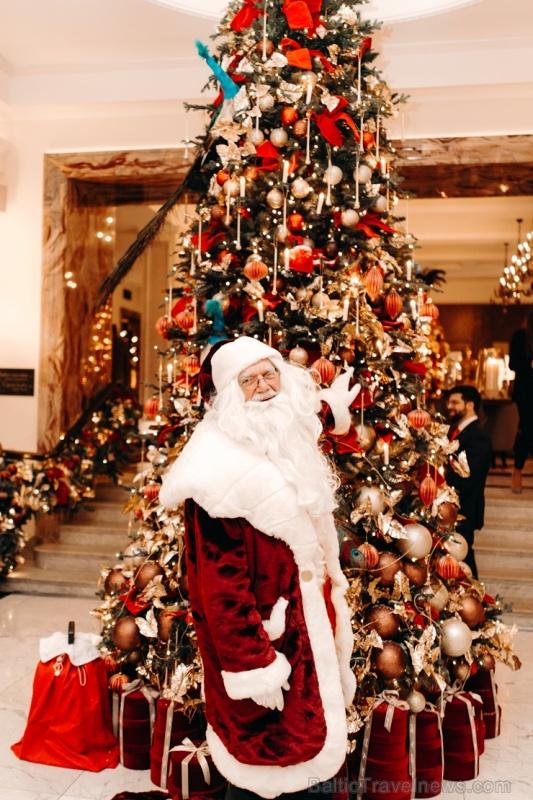 Viesnīca Grand Hotel Kempinski turpinot tradīciju pulcē rīdziniekus uz svinīgo Ziemassvētku egles iedegšanas ceremoniju 272850