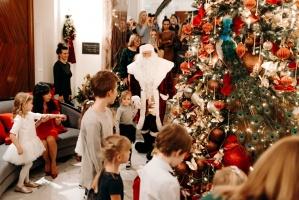 Viesnīca Grand Hotel Kempinski turpinot tradīciju pulcē rīdziniekus uz svinīgo Ziemassvētku egles iedegšanas ceremoniju 14