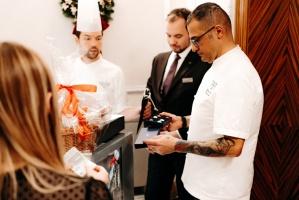 Viesnīca Grand Hotel Kempinski turpinot tradīciju pulcē rīdziniekus uz svinīgo Ziemassvētku egles iedegšanas ceremoniju 23