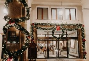 Viesnīca Grand Hotel Kempinski turpinot tradīciju pulcē rīdziniekus uz svinīgo Ziemassvētku egles iedegšanas ceremoniju 37