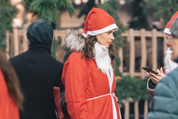 Ziemassvētku vecīšu labdarības skrējiens ir pozitīvām emocijām piepildīts pasākums, kurā ik gadu piedalās simtiem jautru dalībnieku ar mērķi palīdzēt  273076