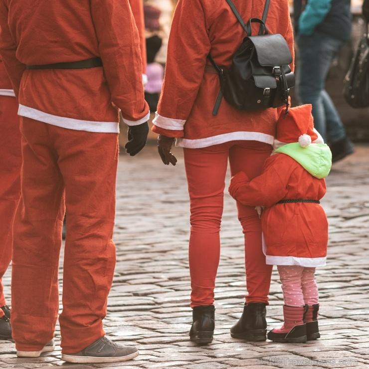 Ziemassvētku vecīšu labdarības skrējiens ir pozitīvām emocijām piepildīts pasākums, kurā ik gadu piedalās simtiem jautru dalībnieku ar mērķi palīdzēt
