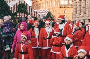 Ziemassvētku vecīšu labdarības skrējiens ir pozitīvām emocijām piepildīts pasākums, kurā ik gadu piedalās simtiem jautru dalībnieku ar mērķi palīdzēt  9