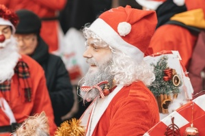 Ziemassvētku vecīšu labdarības skrējiens ir pozitīvām emocijām piepildīts pasākums, kurā ik gadu piedalās simtiem jautru dalībnieku ar mērķi palīdzēt  11