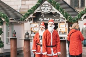 Ziemassvētku vecīšu labdarības skrējiens ir pozitīvām emocijām piepildīts pasākums, kurā ik gadu piedalās simtiem jautru dalībnieku ar mērķi palīdzēt  14