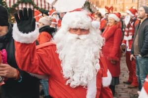 Ziemassvētku vecīšu labdarības skrējiens ir pozitīvām emocijām piepildīts pasākums, kurā ik gadu piedalās simtiem jautru dalībnieku ar mērķi palīdzēt  20