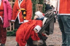 Ziemassvētku vecīšu labdarības skrējiens ir pozitīvām emocijām piepildīts pasākums, kurā ik gadu piedalās simtiem jautru dalībnieku ar mērķi palīdzēt  27