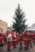 Ziemassvētku vecīšu labdarības skrējiens ir pozitīvām emocijām piepildīts pasākums, kurā ik gadu piedalās simtiem jautru dalībnieku ar mērķi palīdzēt  30