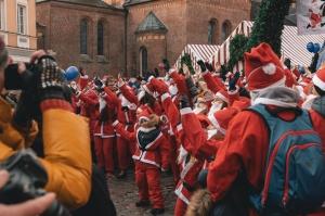 Ziemassvētku vecīšu labdarības skrējiens ir pozitīvām emocijām piepildīts pasākums, kurā ik gadu piedalās simtiem jautru dalībnieku ar mērķi palīdzēt  36