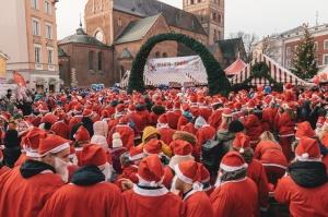 Ziemassvētku vecīšu labdarības skrējiens ir pozitīvām emocijām piepildīts pasākums, kurā ik gadu piedalās simtiem jautru dalībnieku ar mērķi palīdzēt  37