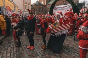 Ziemassvētku vecīšu labdarības skrējiens ir pozitīvām emocijām piepildīts pasākums, kurā ik gadu piedalās simtiem jautru dalībnieku ar mērķi palīdzēt  38