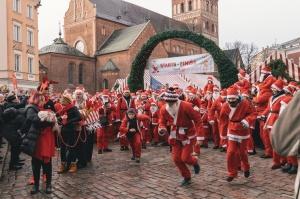 Ziemassvētku vecīšu labdarības skrējiens ir pozitīvām emocijām piepildīts pasākums, kurā ik gadu piedalās simtiem jautru dalībnieku ar mērķi palīdzēt  39
