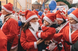 Ziemassvētku vecīšu labdarības skrējiens ir pozitīvām emocijām piepildīts pasākums, kurā ik gadu piedalās simtiem jautru dalībnieku ar mērķi palīdzēt  41