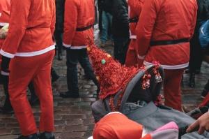 Ziemassvētku vecīšu labdarības skrējiens ir pozitīvām emocijām piepildīts pasākums, kurā ik gadu piedalās simtiem jautru dalībnieku ar mērķi palīdzēt  43
