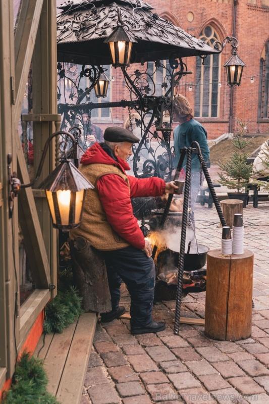 Vecrīgas Ziemassvētku tirdziņš pulcē gan vietējos rīdziniekus, gan pilsētas viesus 273270