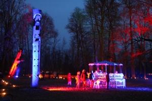 Lielvārdes muižas parku pasākumā «Sveču nakts» piepilda gaismas un uguns mistērija 3