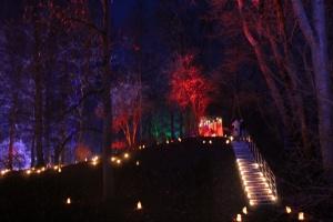 Lielvārdes muižas parku pasākumā «Sveču nakts» piepilda gaismas un uguns mistērija 16