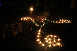 Lielvārdes muižas parku pasākumā «Sveču nakts» piepilda gaismas un uguns mistērija 18
