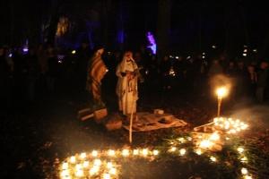 Lielvārdes muižas parku pasākumā «Sveču nakts» piepilda gaismas un uguns mistērija 19