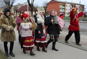 Līvānos norisinājās XXI Starptautiskais masku tradīciju festivāls, kurā piedalījās 24 masku grupasno Latvijas un citām valstīm 8