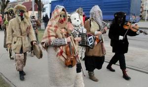 Līvānos norisinājās XXI Starptautiskais masku tradīciju festivāls, kurā piedalījās 24 masku grupasno Latvijas un citām valstīm 10