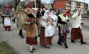 Līvānos norisinājās XXI Starptautiskais masku tradīciju festivāls, kurā piedalījās 24 masku grupasno Latvijas un citām valstīm 16