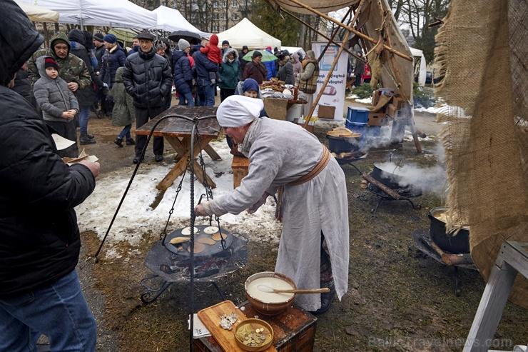 Rēzeknē svin tradicionālos slāvu tautību svētkus «Masļeņica»»