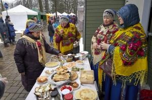 Rēzeknē svin tradicionālos slāvu tautību svētkus «Masļeņica» 7