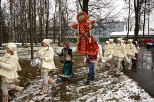 Rēzeknē svin tradicionālos slāvu tautību svētkus «Masļeņica» 16