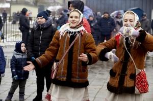 Rēzeknē svin tradicionālos slāvu tautību svētkus «Masļeņica» 35