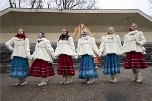 Rēzeknē svin tradicionālos slāvu tautību svētkus «Masļeņica» 41