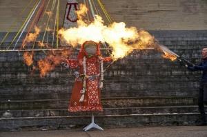 Rēzeknē svin tradicionālos slāvu tautību svētkus «Masļeņica» 48