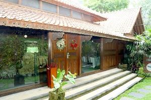 Travelnews.lv iepazīst Bali džungļu viesnīcas «Ayung Resort Ubud» villas.  «Turkish Airlines» un «365 Brīvdienas» 1