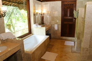 Travelnews.lv iepazīst Bali džungļu viesnīcas «Ayung Resort Ubud» villas.  «Turkish Airlines» un «365 Brīvdienas» 6