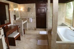 Travelnews.lv iepazīst Bali džungļu viesnīcas «Ayung Resort Ubud» villas.  «Turkish Airlines» un «365 Brīvdienas» 16