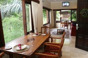 Travelnews.lv iepazīst Bali džungļu viesnīcas «Ayung Resort Ubud» villas.  «Turkish Airlines» un «365 Brīvdienas» 27