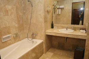 Travelnews.lv iepazīst Bali džungļu viesnīcas «Ayung Resort Ubud» villas.  «Turkish Airlines» un «365 Brīvdienas» 34