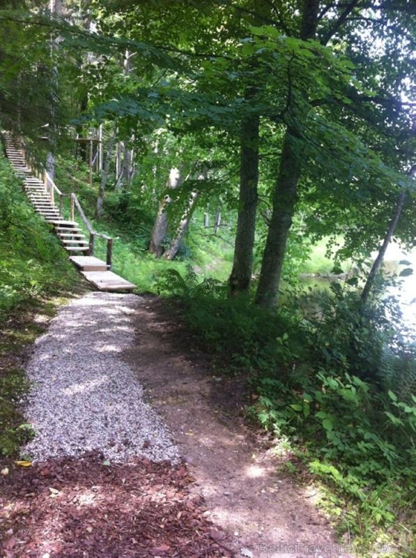 Lielvārdē ceļotāji var baudīt pastaigu dabas takās un parkos