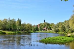 Valmiera sveicina vasaru, koši plaukstot un zaļojot 7
