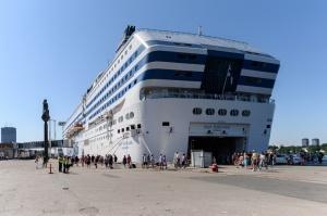 Greznais kuģis, kas parasti kursē maršrutā Helsinki – Stokholma, šovasar – jūlijā un augusta pirmajā pusē – apkalpos pagaidu maršrutu Helsinki–Rīga 13