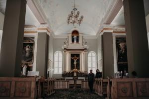 Kurmenes katoļu baznīcā vērienīgi atzīmē 150 gadu jubileju 11