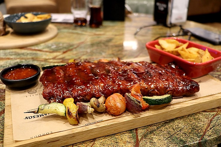 Travelnews.lv izbauda Rīgas restorāna «Grill London» ēdienkartes piedāvājumu