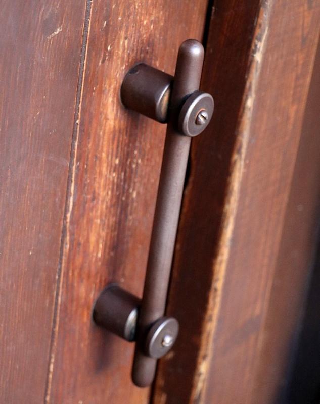 Travelnews.lv pievērš uzmanību Kuldīgas parādes namu durvju rokturiem 289585
