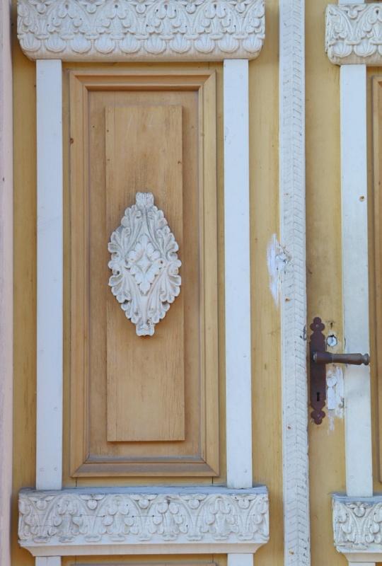 Travelnews.lv pievērš uzmanību Kuldīgas parādes namu durvju rokturiem 289586