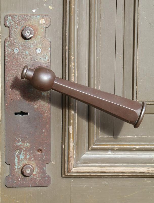 Travelnews.lv pievērš uzmanību Kuldīgas parādes namu durvju rokturiem 289596