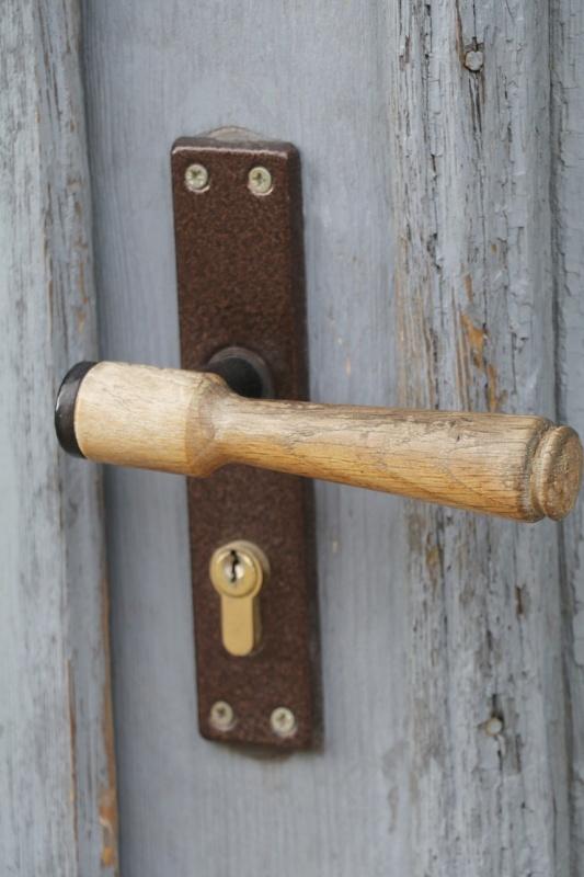 Travelnews.lv pievērš uzmanību Kuldīgas parādes namu durvju rokturiem 289604