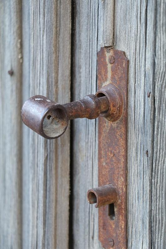 Travelnews.lv pievērš uzmanību Kuldīgas parādes namu durvju rokturiem 289611