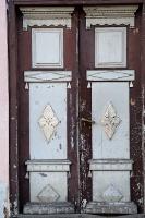Travelnews.lv pievērš uzmanību Kuldīgas parādes namu durvju rokturiem 4